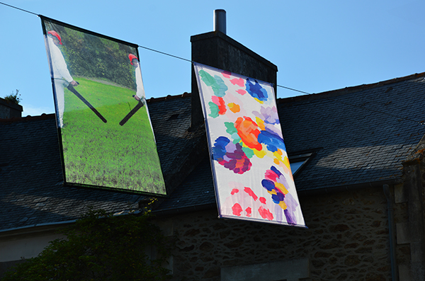 Vue de l'exposition Air de fête à Saint-Briac-sur-Mer, Babeth Rambault, Eva Taulois, été 2019 - Crédit photo : Frac Bretagne