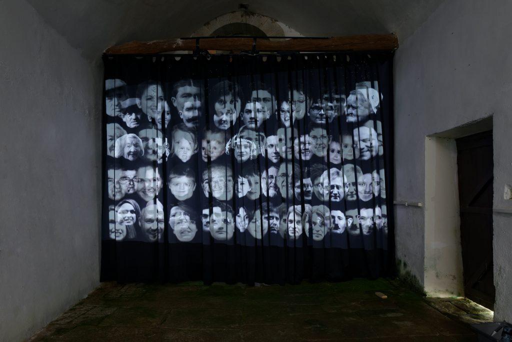 """Alain Fleischer, """"Les Paroissiens / The Parishioners"""", 2017, chapelle Notre-Dame-du-Moustoir, Malguénac, L'art dans les chapelles 2017"""