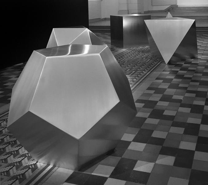 Avelina Fuentes, Quintessence, 2015. Aluminium brossé, dimensions variables. © Avelina Fuentes. Courtesy the artist