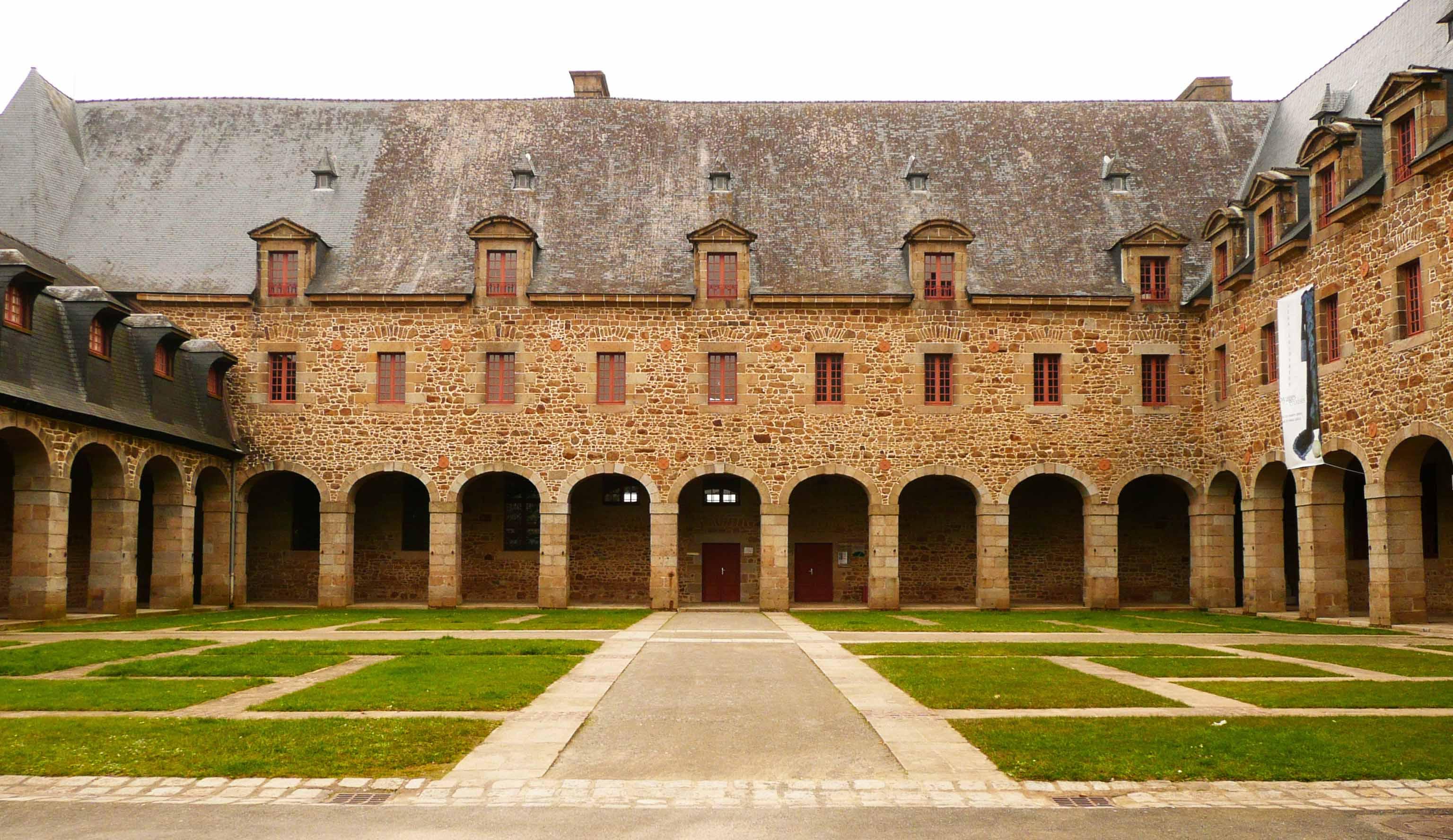 La Galerie Albert Bourgeois est située au 1er étage des Urbanistes.