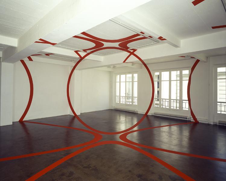Felice Varini, Quatre cercles à cinq mètres, rouge, N°1 Paris, 1992. Collection Frac Bretagne © Adagp, Paris 2017 Crédit photo : Courtesy Galerie Jennifer Flay